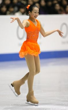 """Mao, endearing the crowd during her SP at the 2005 Grand Prix Final.. Mao was first after the SP! Short Program (SP) : """"Carmen"""" by Georges Bizet"""