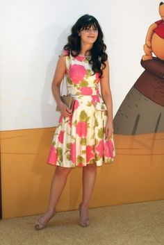 love this dress. (and who doesn't love Zooey Deschanel?)