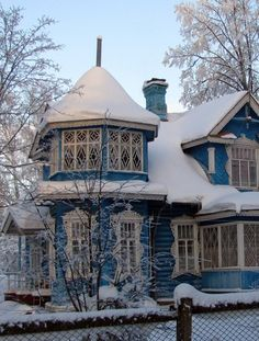 Russian wooden dacha (a kind of a holiday house) in winter. #Russian #wooden…
