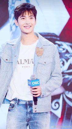 Yang Yang | 楊洋 | Dương Dương | D.O.B 9/9/1991 (Virgo) Handsome Asian Men, Handsome Faces, Handsome Actors, Handsome Guys, Asian Celebrities, Asian Actors, Celebs, Beautiful Boys, Gorgeous Men