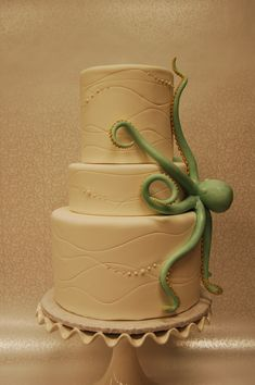 31 of the Impossibly Affordable Beach Wedding Cake Inspirations for the Reception Best tip ever! Pretty Cakes, Beautiful Cakes, Amazing Cakes, Ocean Cakes, Beach Cakes, Unique Cakes, Creative Cakes, Wedding Cake Decorations, Wedding Cakes