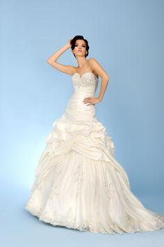 Sleeveless Sweetheart Chapel Train Taffeta Ball Gown Wedding Dress Wtl0005
