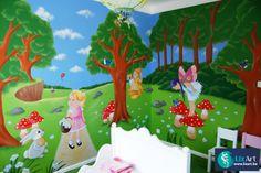 Muurschildering van een sprookjesbos