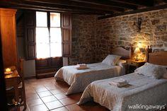 Quieres dormir en una antigua posada del siglo XVIII convertida en casa rural. Visitala en: http://www.walkingaways.com/271
