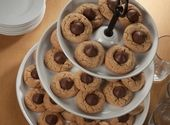 These quick and easy dessert recipes use HERSHEY'S Syrup and more for a simple way to make something delicious. Chocolate Chip Pudding Cookies, Toffee Cookies, Yummy Cookies, Chocolate Desserts, Hershey Cookies, Kiss Cookies, No Bake Desserts, Delicious Desserts, Dessert Recipes