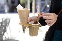 El pastisser @Oriol_Balaguer inventa un suport per menjar xocolata amb xurros http://goo.gl/kGUq3I
