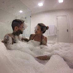 Couple Goals in the bath - image #3735735 par taraa sur Favim.fr