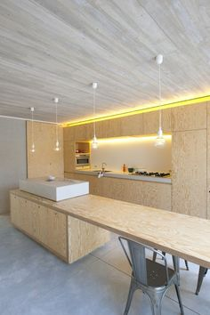 plywood kitchen: More Modern Kitchen Design, Interior Design Kitchen, Minimal Kitchen, Küchen Design, House Design, Design Layouts, Plywood Kitchen, Plywood Table, Luxury Kitchens