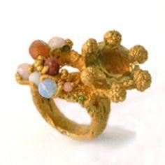 Har længe ønsket mig en af Pernille Mouritzens smukke ringe, sidst jeg så hendes værker forelskede jeg mig i en i oxyderet sølv med blå sten i.
