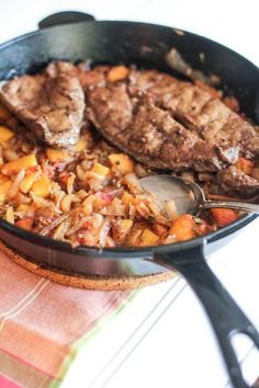 Paleo Beef Liver with Caramelized Peaches and Onion Compote I can not believe that I fix a liver recipe! Chicken Liver Recipes, Onion Recipes, Meat Recipes, Paleo Recipes, Caramelized Onions, Best Liver Detox, Liver Cleanse, Liver And Onions, Recipes