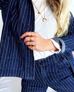 #hviskstylist #hvisk #fashion #blonde #girl #girly #style #stylish #emmabukhave #pinstripes #suit #denimsuit #denimondenim #blue #gold #jewelry #rings #necklaces