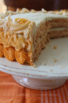4 Easy Steps to a Creamsicle Cake This sounds way to easy. I'm going to try with strawberry I think. Healthy Desserts, Just Desserts, Delicious Desserts, Dessert Recipes, Creamsicle Cake, Orange Creamsicle, Orange Crush Cake, How To Make Frosting, Star Cakes