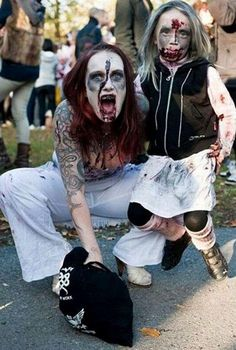 Take Your Zombie To Work Day In This Picture: Photo of mom and daughter as zombies