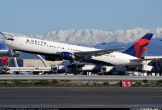 Delta Air Lines N1402A Boeing 767-332 aircraft picture
