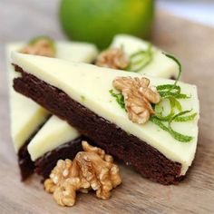 Den här kakan gjorde succé hos våra chokladtokiga döttrar, att den dessutom är så enkel att dom kan fixa den själva gör ju saken ännu bättre.