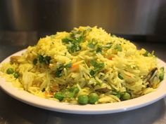 Starchy Vegetables, Mixed Vegetables, Rice Recipes, Indian Food Recipes, Pulao Rice, Cinnamon Crumble, Indian Cookbook, Green Peas, Indian Dishes