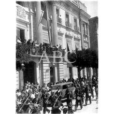 LAS TROPAS MILICIANAS DESFILANDO POR LA PUERTA DEL AYUNTAMIENTO DE MURCIA, PARA DIRIGIRSE AL FRENTE DE GRANADA.23.8.1936: Descarga y compra fotografías históricas en | abcfoto.abc.es