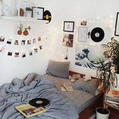 Room Inspo The Basics of Aesthetic Room Bedrooms The Basics Of Aesthetic Room Bedr Cute Room Decor, Wall Ideas, Doorm Room Ideas, Dorm Ideas, Uni Room, Tumblr Rooms, Diy Room Decor Tumblr, Aesthetic Room Decor, Home Decor