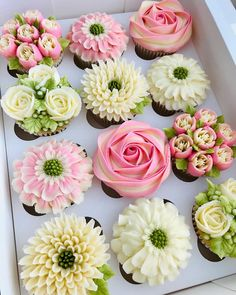 We've got *all* the heart-eyes for this floral-filled box of cupcakes by 😍🌸🌼 Buttercream Cupcakes, Buttercream Flowers, Yummy Cupcakes, Frosting, Heart Cupcakes, Cake Decorating Techniques, Cake Decorating Tips, Cookie Decorating, Cupcakes Flores