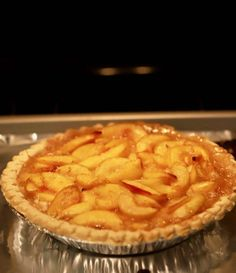 Southern-Style Easy Fresh Peach Pie is full of sun-ripened peach filling cooked to perfection. This peach pie recipe is one you will want to make time and time again. Easy Peach Pie, Fresh Peach Pie, Sweet Peach, Baking Recipes, Dessert Recipes, Desserts, Peach Pie Recipes, Fried Pies, Ice Cream Pies