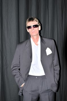 John Sanderson Paul Weller Tribute Singer - http://www.spotoneventsdirect.co.uk/entertainers/paul-weller-tribute/
