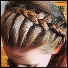 This style looks fab with curly or wavy hair, and because of the way the braid sits it really looks like an actual headband.