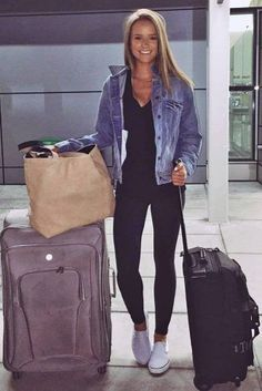 Airplane Outfits Ideas How To Travel In Style - Comfy Travel Outfit Ideas Cool Outfit Ideas For Your Travel Style While Picking Your Airplane Outfits You Should Make Sure That They Are Not Only Good Looking But Also Comfortable Enough To Wear Duri Airport Travel Outfits, Cute Travel Outfits, Travel Clothes Women, Travelling Outfits, Travel Attire, Fall Travel Outfit, Style Outfits, Trendy Outfits, Girl Outfits
