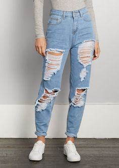 Teenage Outfits, Teen Fashion Outfits, Jean Outfits, Outfits For Teens, Fashion Models, Outfits With Mom Jeans, Woman Fashion, Cute Ripped Jeans, Ripped Jeans Outfit