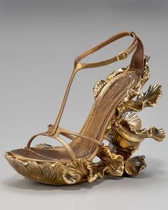 Alexander McQueen - it's so Art Nouveau!