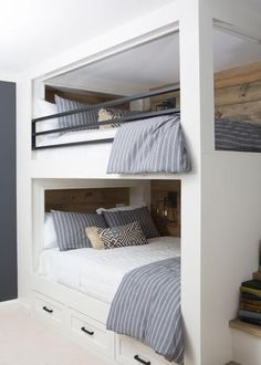 Farmhouse Bedroom Decor Ideas - Browse farmhouse bedroom enhancing ideas and formats. Discover bed room suggestions and also design motivation from a range of country bed rooms, consisting of color Bunk Beds Small Room, Bunk Bed Rooms, Bunk Beds Built In, Bunk Beds With Stairs, Kids Bunk Beds, Small Rooms, Adult Bunk Beds, Bedrooms, Best Bunk Beds