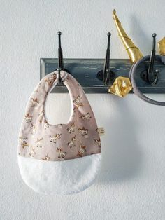 Pabero (babero impermeable para papilla) | Pimienta y Purpurina Bags, Waterproof Fabric, Glitter, Handbags, Taschen, Purse, Purses, Bag, Totes