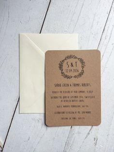 Das personalisierte recycelt Kraft Karte und rustikale Hochzeits-Einladung-Suite ist die ideale Wahl als Ihr erster Schritt für die Planung Ihrer perfekten rustikal oder böhmischen Hochzeit. Die Einladung ist auf 100 % Recyclingpapier gedruckt Kraft Karte (300gsm) bedruckt in skurrilen handgeschriebene Schrift und rustikales Garn. Zusätzlich verfügt sie über eine Mini-Antwort Notiz und Umschlag.  Falls gewünscht können Farben und Wortlaut geändert werden, um Ihre Veranstaltung zu…