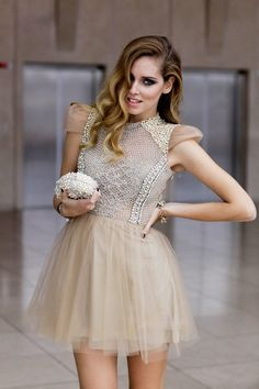 Capped sleeves tulle dress