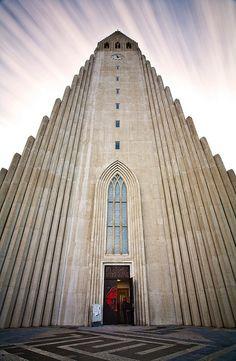 Reykjavik: tower of Hallgrimskirkja in Reykjavik >> Explores our Deals!