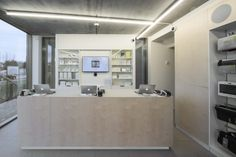 Balie inrichting - Buro Project - Switch Office Solutions, Double Vanity, Interior, Lighted Bathroom Mirror, Home Decor, Bathroom Mirror, Bathroom Vanity, Showroom, Interior Design