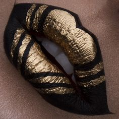 Proof That Your Lips Are a Perfect Canvas For a Makeup Masterpiece Black and gold lip art. – Das schönste Make-up Lip Art, Lipstick Art, Lipstick Shades, Lipstick Colors, Lipsticks, Lip Colors, Gold Lipstick, Milani Lipstick, Lipstick Photos