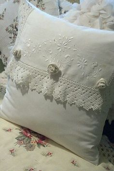 I made this pillow by using a vintage dresser doilie. : I made this pillow by using a vintage dresser doilie. Kilm Pillows, Baby Pillows, Linen Pillows, Decorative Pillows, Throw Pillows, Bolster Pillow, Shabby Chic Pillows, Vintage Pillows, Vintage Pillow Cases