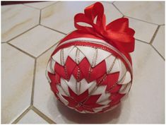 (no instructions for this ornament) Quilted Christmas Ornaments, Christmas Balls, Christmas Crafts, Craft Decorations, Decor Crafts, Ball Ornaments, Easter Crafts, Quilts, Handmade