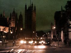 london night #dslr #photography #streamzoo
