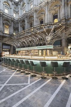 How Fortnum & Mason's new space in the City of London was designed - Restaurant - Design The Shard London Restaurant, Restaurant Design, Top Restaurants In London, Masons Restaurant, Courtyard Restaurant, Barcelona Restaurants, City Of London, London Eye, Home Luxury