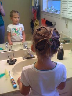 St. Patricks Day #Hair - great site for #hairstyles for little #girls
