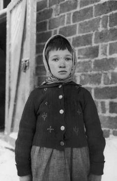 finnish child refugee during the russo-finnish war |  finland 1940 | foto: carl mydans