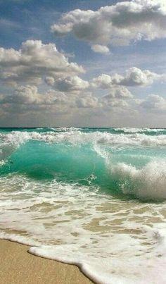 Ocean Waves and Surf Sand, white water, shore break No Wave, Ocean Beach, Ocean Waves, Beach Waves, Ocean Pics, The Ocean, Miami Beach, Summer Beach, Big Waves