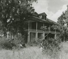 Kenilworth Plantation House, St. Bernard Parish, LA. :: Cole Coleman Louisiana Photographs Old Abandoned Buildings, Abandoned Property, Abandoned Mansions, Old Buildings, Abandoned Places, Abandoned Plantations, Louisiana Plantations, Louisiana Homes, Old Southern Homes