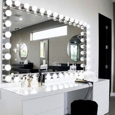 Our DIY makeup room ideas, find the best combination of dedicated space, storage, and style to make applying makeup a joy. Decorate a dressing room vanity. Diy Room Decor For Teens, Vanity Room, Glam Room, Makeup Rooms, Makeup Organization, My New Room, Bedroom Decor, Home Decor, Dream Big