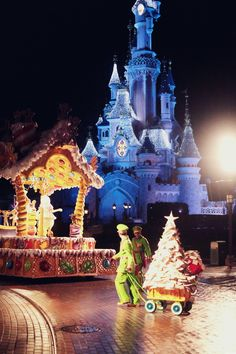 The Cherry Blossom Girl - Disneyland Paris Christmas Parade Backstage 10