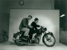 Charles Ray Eames riding a motorcycle in 1948 The Eclectic World of Charles and… Charles & Ray Eames, Ray Charles, New York Museums, Lounge Chair Design, Museum Of Modern Art, St Louis, Photography, Venice California, Wheels