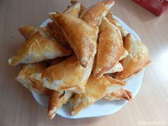 Bryndza v lístkovom župane Snack Recipes, Snacks, Chips, Food And Drink, Ethnic Recipes, Dinner Ideas, Decor, Snack Mix Recipes, Appetizer Recipes