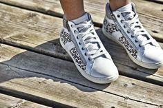 Place à l'aventure urbaine avec ces baskets hautes aux motifs inspirés des animaux de la savane ! #shoes #kids #spring
