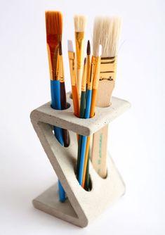 Z-Stand Brush Holder - IntoConcrete Keramik Design, Beton Design, Concrete Design, Concrete Cement, Ceramic Clay, Ceramic Pottery, Pottery Art, Ceramic Brush, Ceramics Projects